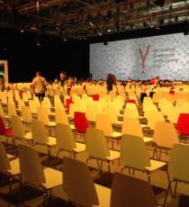 Участники конференции уже собираются в большом зале